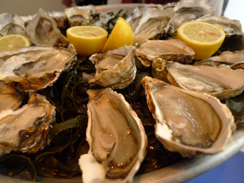 Oysters at Huitrerie Regis in Paris | parisbymouth.com
