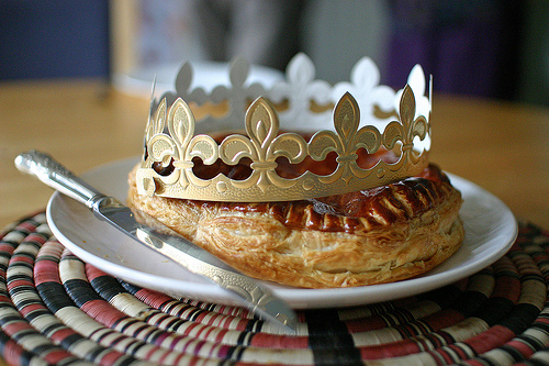 Galette-des-Rois-with-paper-crown-via-lesteph-Flickr