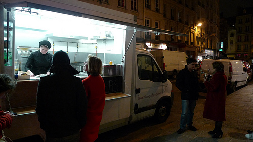 Le Camion Qui Attend: Paris curbs its first food truck