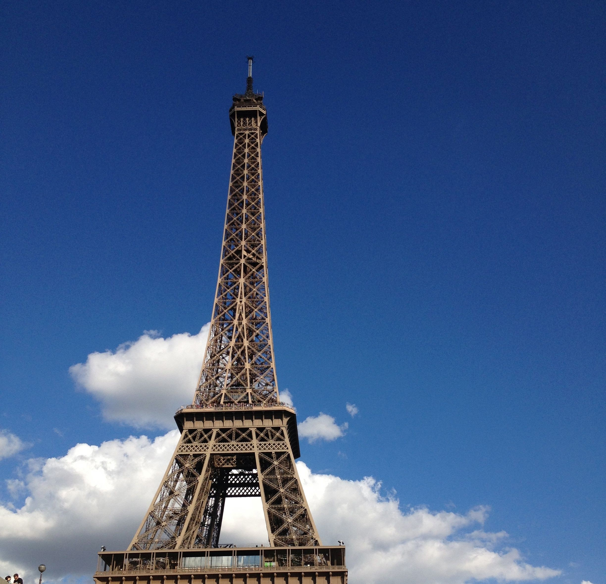 picnicking on the champ de mars eiffel tower u2013 paris by mouth