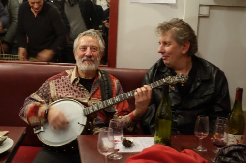 Late night banjo at Aux Tonneaux des Halles