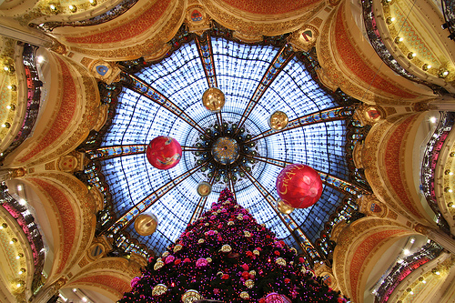 Christmas in Paris photo by spacejulien via Flickr