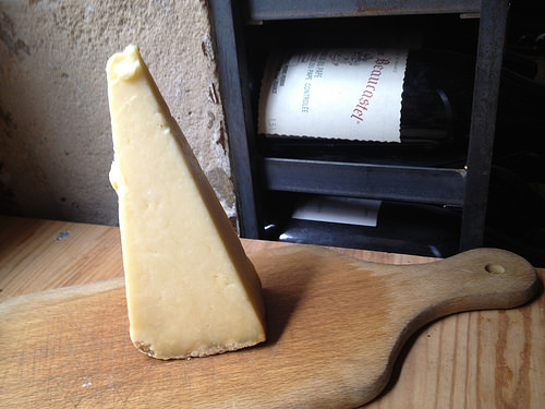 Crumbly cow's milk cheeses from central France