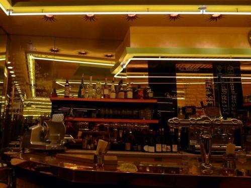 Aux Deux Amis wine bar in Paris | parisbymouth.com