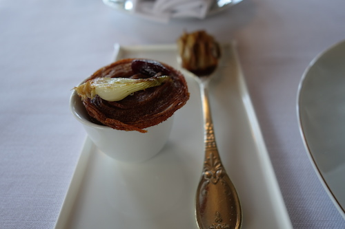 Ledoyen: onion and mushroom amuses bouche
