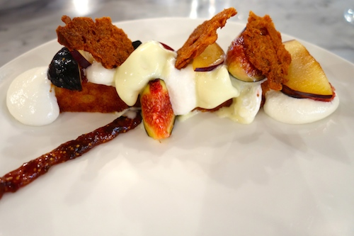 Bostock. figues, creme cardamome et mousse de yaourt