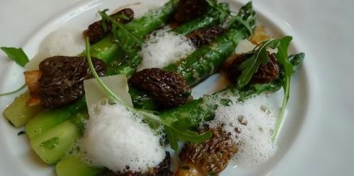 Asparagus and Morels at Frederic Simonin restaurant in Paris | parisbymouth.com