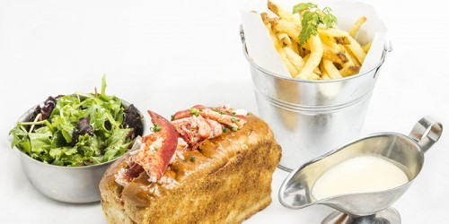 Lobster rolls at Les Pinces restaurant in Paris | parisbymouth.com