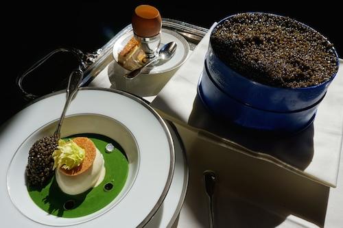 Chaud-froid d'oeufs coque et mollet au céleri, caviar golden (L'Ambroisie)