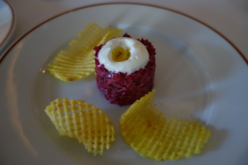 Arpège: beetroot tartare, horseradish, potato chips