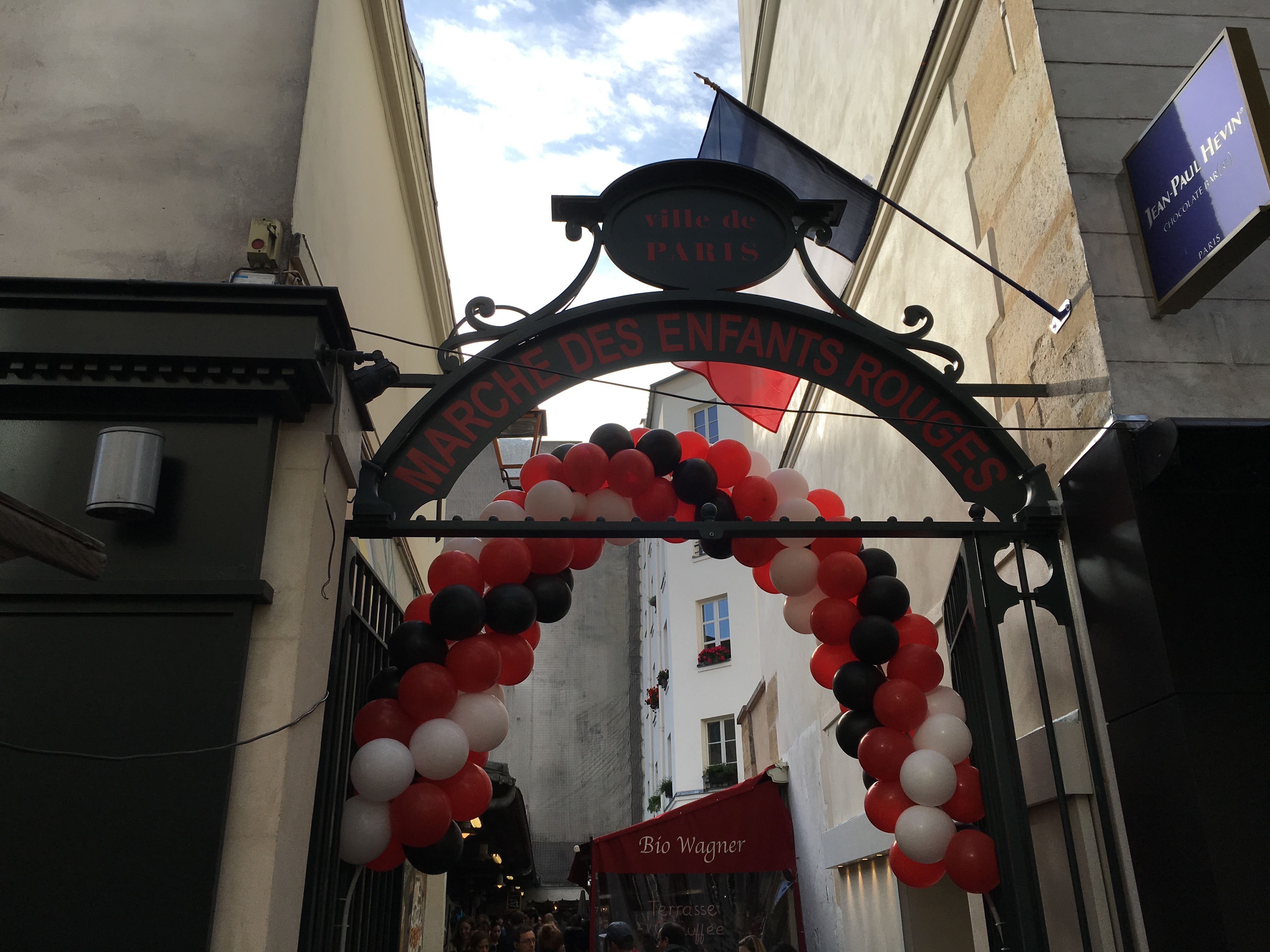 marche des enfants rouges gate |parisbymouth.com