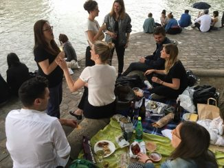Picnic by the Seine in Paris | parisbymouth.com