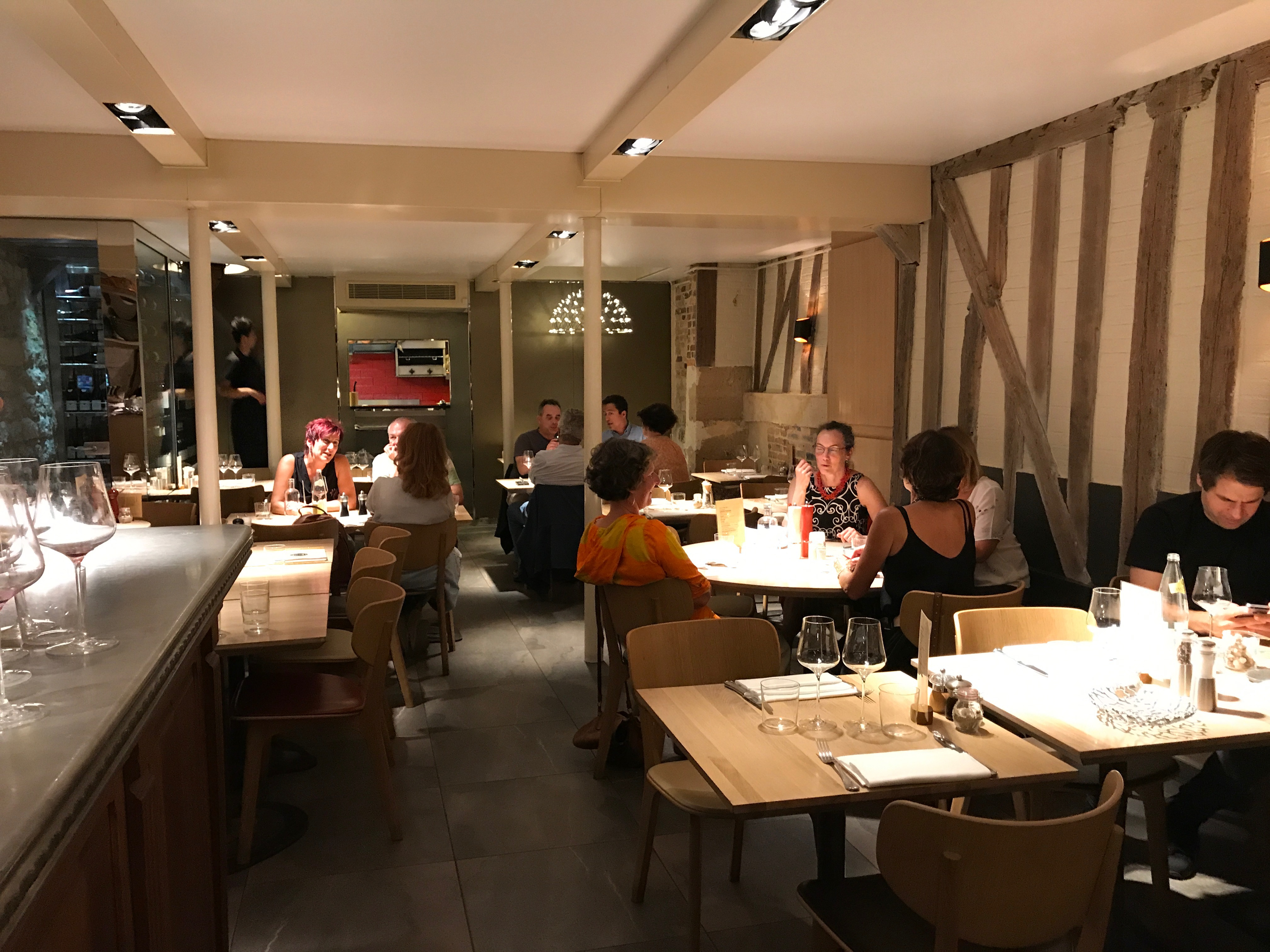 Dining room at Le Villaret restaurant in Paris