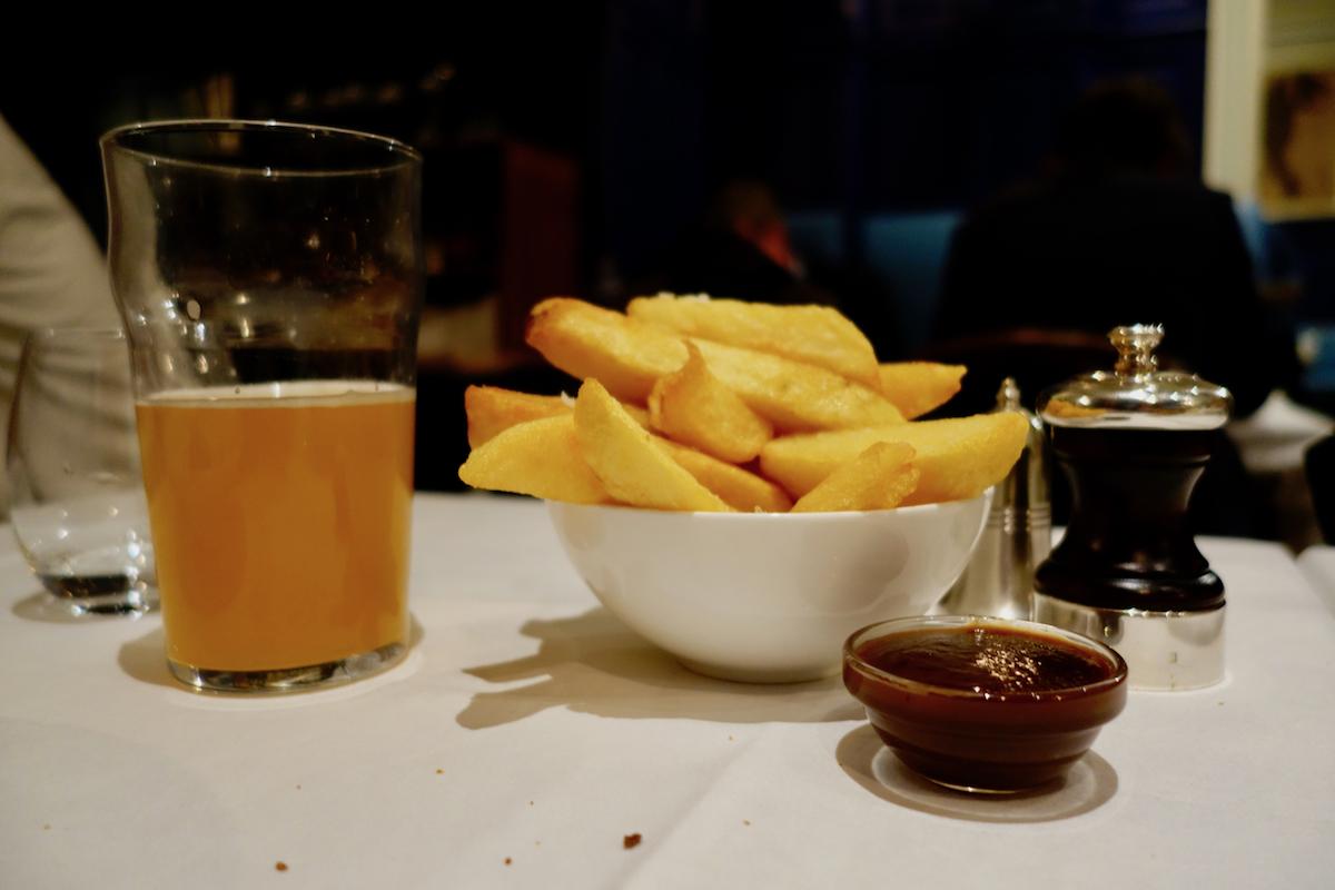 Fries at L'Entente restaurant in Paris | parisbymouth.com